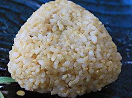 玄米のおむすび